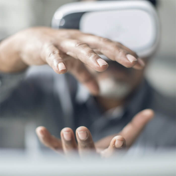 Person visualizes with the help of VR glasses.
