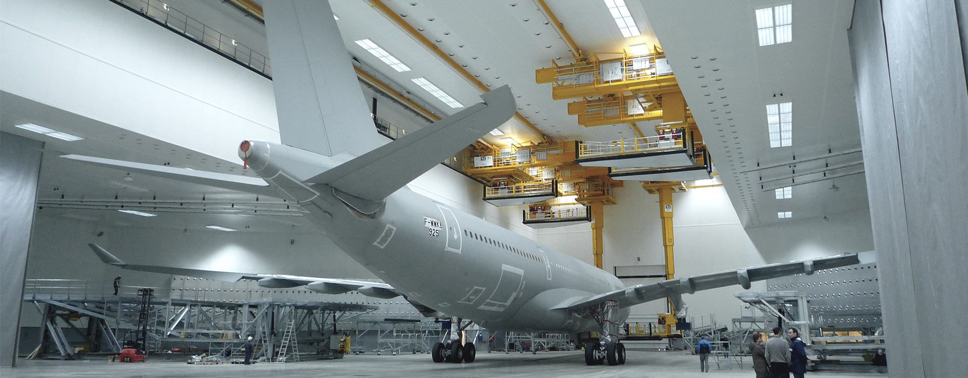 Paint hangar for wide-body aircraft