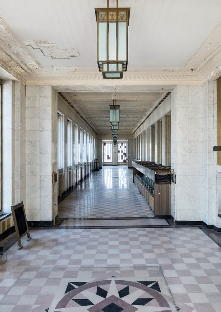 por-old-chicago-post-office-marble-lobby