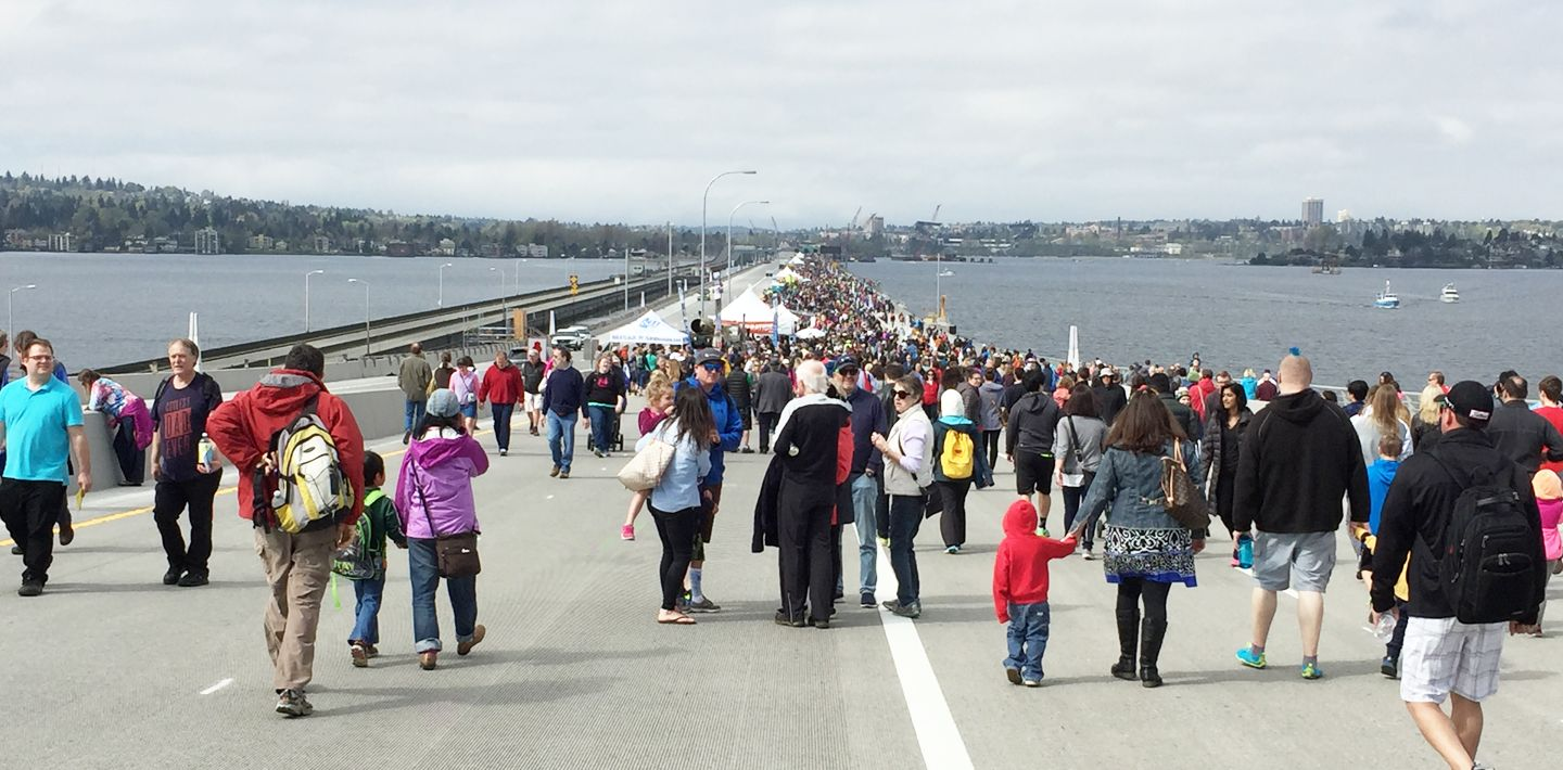 img-sr520-evergreen-point-floating-bridge-seattle-completed-Big-Crowd